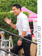Купить «The cast of the new reality show 'Stewarts & Hamiltons' arrive for an interview on 'Extra' at Universal City Walk Featuring: Mario Lopez Where: Los Angeles...», фото № 21257127, снято 23 июля 2015 г. (c) age Fotostock / Фотобанк Лори