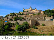 Купить «El Alcazar Toledo Spain ES Walled City Castilla-La Mancha.», фото № 21323559, снято 23 сентября 2015 г. (c) age Fotostock / Фотобанк Лори