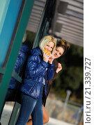 Girlfriends looking at camera. Стоковое фото, фотограф Emil Pozar / age Fotostock / Фотобанк Лори