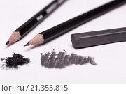 Купить «Черные карандаши и грифель на белом фоне», фото № 21353815, снято 29 января 2015 г. (c) Стебловский Александр / Фотобанк Лори