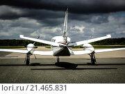 Купить «Cessna 425 Golden Eagle twin turbo-prop civil aircraft viewed from the rear.», фото № 21465831, снято 10 июля 2006 г. (c) age Fotostock / Фотобанк Лори