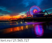 Купить «Santa Monica California sunset on Pier Ferrys wheel and reflection on beach wet sand», фото № 21565727, снято 12 апреля 2013 г. (c) easy Fotostock / Фотобанк Лори