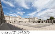 Оружейная площадь перед Королевским дворцом в Мадриде (2015 год). Стоковое фото, фотограф Ekaterina Andreeva / Фотобанк Лори