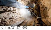 Купить «Проходчик в шахте рудника», фото № 21574603, снято 15 августа 2018 г. (c) Mark Agnor / Фотобанк Лори