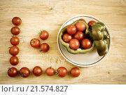 Свежие томаты на столе, тонированное фото. Стоковое фото, фотограф Александр Замоткин / Фотобанк Лори