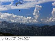 Obertraun, Austria, paragliders over the Dachstein Mountains (2014 год). Редакционное фото, агентство Caro Photoagency / Фотобанк Лори