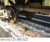 Колёса железнодорожного вагона на рельсах. Стоковое фото, фотограф Сергей Носов / Фотобанк Лори