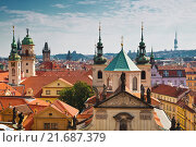 Купить «View of the roofs of Prague, with red tiled roofs and  statues, spires and towers protruding», фото № 21687379, снято 7 сентября 2014 г. (c) Наталья Волкова / Фотобанк Лори