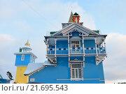Купить «Голубой дом с балконом», фото № 21695543, снято 3 января 2016 г. (c) Максим Мицун / Фотобанк Лори