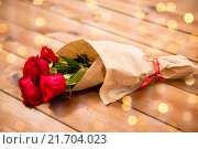 Купить «close up of red roses bunch wrapped into paper», фото № 21704023, снято 10 декабря 2015 г. (c) Syda Productions / Фотобанк Лори