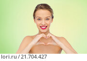 Купить «smiling young woman showing heart shape hand sign», фото № 21704427, снято 31 октября 2015 г. (c) Syda Productions / Фотобанк Лори