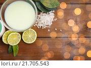 Купить «close up of citrus body lotion in bowl on wood», фото № 21705543, снято 21 декабря 2015 г. (c) Syda Productions / Фотобанк Лори