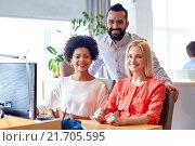 Купить «happy creative team with computer in office», фото № 21705595, снято 29 марта 2015 г. (c) Syda Productions / Фотобанк Лори