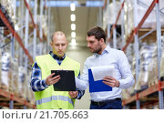 Купить «worker and businessmen with clipboard at warehouse», фото № 21705663, снято 9 декабря 2015 г. (c) Syda Productions / Фотобанк Лори