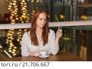 woman with smartphone and coffee at restaurant. Стоковое фото, фотограф Syda Productions / Фотобанк Лори