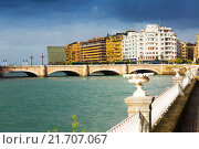 Купить «View of Sant Sebastian with Santa Catalina bridge», фото № 21707067, снято 19 апреля 2019 г. (c) Яков Филимонов / Фотобанк Лори