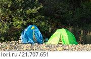 Купить «Две палатки в горах», видеоролик № 21707651, снято 4 февраля 2016 г. (c) Video Kot / Фотобанк Лори