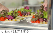 Купить «Сервировка стола с фруктами и овощами», видеоролик № 21711815, снято 18 июня 2015 г. (c) Denis Mishchenko / Фотобанк Лори