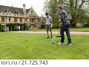 Oxford, United Kingdom, students play Croquet in the courtyard of Magdalen College (2012 год). Редакционное фото, агентство Caro Photoagency / Фотобанк Лори