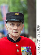 London, Great Britain, Chelsea Pensioner in Whitehall (2012 год). Редакционное фото, агентство Caro Photoagency / Фотобанк Лори