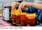 Купить «Berlin, Germany, Pimms in glasses», фото № 21727195, снято 27 июля 2014 г. (c) Caro Photoagency / Фотобанк Лори