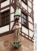 Купить «Sculpture of a knight on the facade of a house in Nuremberg, Bavaria, Germany», фото № 21729843, снято 24 декабря 2012 г. (c) Наталья Волкова / Фотобанк Лори