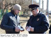 Купить «Полицейские проверяют документы у граждан», фото № 21737059, снято 8 апреля 2014 г. (c) Free Wind / Фотобанк Лори