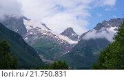Купить «Облака над кавказскими горами в Домбае», видеоролик № 21750831, снято 16 июля 2015 г. (c) Анатолий Типляшин / Фотобанк Лори