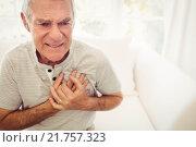 Senior man with pain on heart. Стоковое фото, агентство Wavebreak Media / Фотобанк Лори