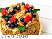 Купить «Торт Наполеон, крупный план», фото № 21759995, снято 12 ноября 2015 г. (c) Игорь Кошляев / Фотобанк Лори