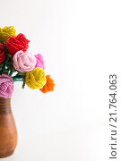 Купить «Цветы из бус в вазе на белом фоне», фото № 21764063, снято 7 февраля 2016 г. (c) Инга Макеева / Фотобанк Лори