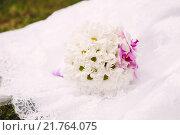 Купить «Букет невесты из ромашек», фото № 21764075, снято 16 августа 2013 г. (c) Инга Макеева / Фотобанк Лори