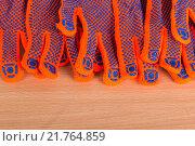 Строительные перчатки на столе. Стоковое фото, фотограф Ткачева Татьяна Александровна / Фотобанк Лори