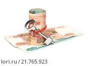Купить «Российские деньги и ключ», фото № 21765923, снято 18 июля 2019 г. (c) Наталья Осипова / Фотобанк Лори