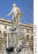 Купить «Памятник Моцарту в Вене (1896 год). Автор скульптуры Виктор Тильгнер. Австрия», фото № 21775127, снято 6 февраля 2016 г. (c) Валерия Попова / Фотобанк Лори