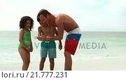 Купить «Father taking picture of his children», видеоролик № 21777231, снято 23 августа 2019 г. (c) Wavebreak Media / Фотобанк Лори