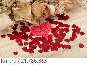 Купить «bouquet of dried roses and red box, valentine», фото № 21786363, снято 20 октября 2018 г. (c) PantherMedia / Фотобанк Лори