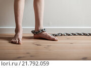 Купить «Conceptual Feet of a Boy with Chain Inside a Room», фото № 21792059, снято 27 июня 2019 г. (c) PantherMedia / Фотобанк Лори