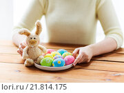 Купить «close up of woman hands with easter eggs and bunny», фото № 21814175, снято 27 января 2016 г. (c) Syda Productions / Фотобанк Лори