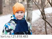 Купить «Портрет подростка в шапке и шарфе в зимнем лесу», фото № 21818483, снято 14 февраля 2016 г. (c) Сергей Пинаев / Фотобанк Лори
