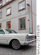 Купить «Lysekil, Sweden, wooden house and American Strassenkreuzer», фото № 21819679, снято 5 августа 2010 г. (c) Caro Photoagency / Фотобанк Лори