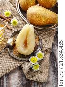 Купить «Pear with honey. Party dessert», фото № 21834435, снято 21 сентября 2018 г. (c) BE&W Photo / Фотобанк Лори