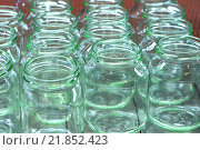 Пустые стеклянные банки. Стоковое фото, фотограф yeti / Фотобанк Лори