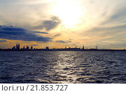 Купить «Таллиннский городской пейзаж с воды», фото № 21853727, снято 16 октября 2012 г. (c) Стивен Жингель / Фотобанк Лори