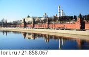 Купить «Московский Кремль на фоне ясного неба», видеоролик № 21858067, снято 18 февраля 2016 г. (c) Володина Ольга / Фотобанк Лори