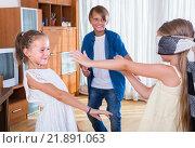 Купить «Children playing in Kagome at home», фото № 21891063, снято 17 октября 2018 г. (c) Яков Филимонов / Фотобанк Лори