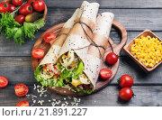 Роллы из тортильи с сыром. Стоковое фото, фотограф Sergey Fatin / Фотобанк Лори