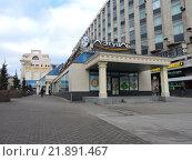 Купить «Торговый центр «Пирамида». Тверская улица, 18а. Москва, 2016 год», эксклюзивное фото № 21891467, снято 11 февраля 2016 г. (c) lana1501 / Фотобанк Лори