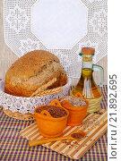 Купить «Домашний пшеничный хлеб с добавлением семян», эксклюзивное фото № 21892695, снято 12 февраля 2016 г. (c) Blekcat / Фотобанк Лори