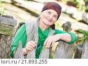 Купить «Portrait of old countrywoman outdoors», фото № 21893255, снято 27 сентября 2015 г. (c) Дмитрий Калиновский / Фотобанк Лори